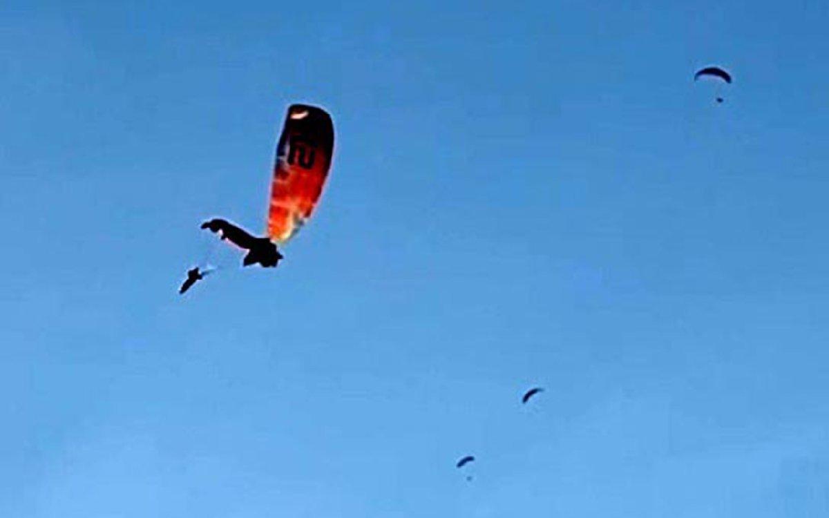 3 yamaç paraşütü pilotu havada çarpışarak denize düştü