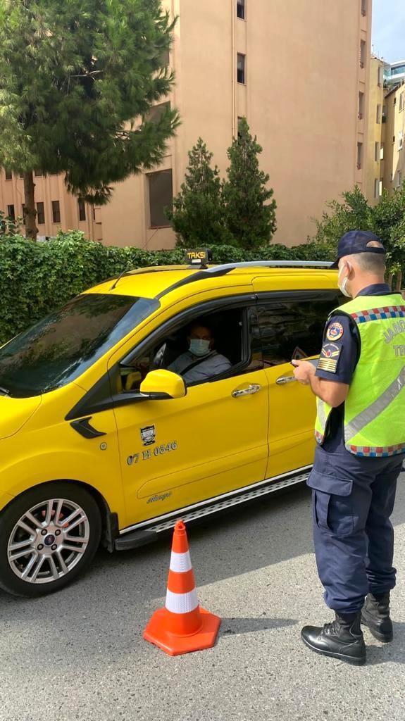 Jandarma ticari taksileri denetledi