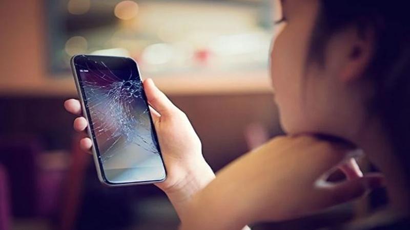 Kendini tamir eden telefon ekranı geliştirildi