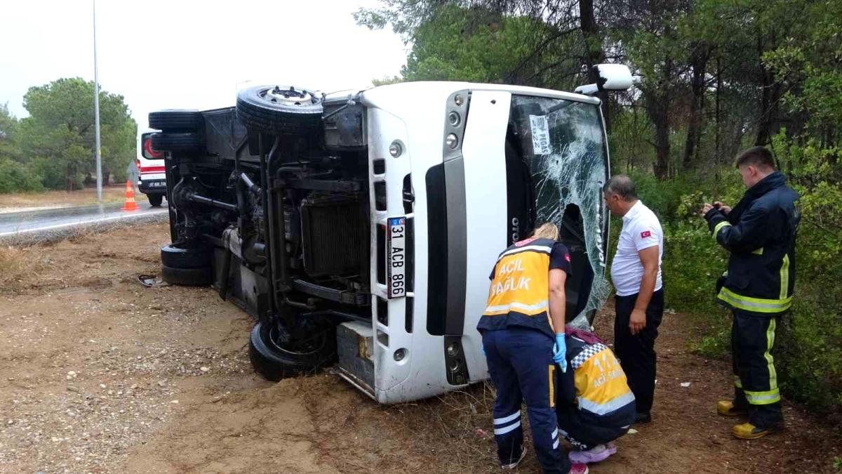 Manavgat'ta tur midibüsünün devrilmesi sonucu 7 Rus turist yaralandı