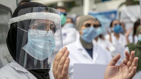 Mısır'da aşısızların kamu kurumlarına girişine yasak kararı alındı