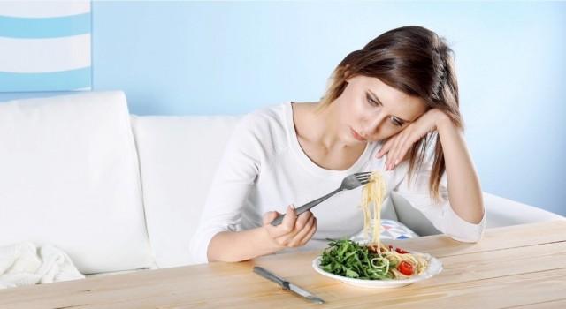 """Uzmanlar uyarıyor: """"Yanlış beslenerek stresinizi beslemeyin!"""""""