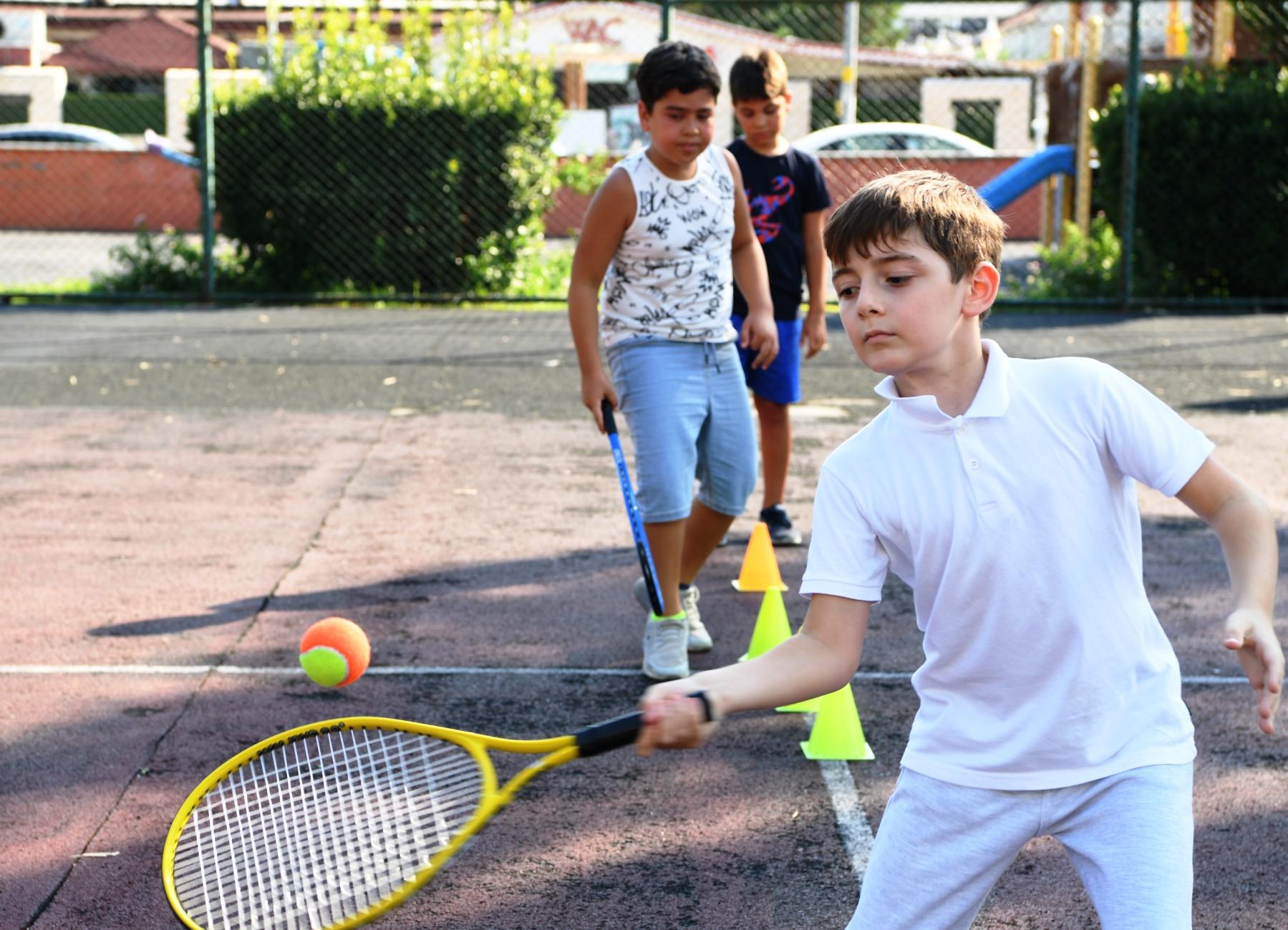 Konyaaltı'nda futbol ve tenis kursları başlıyor